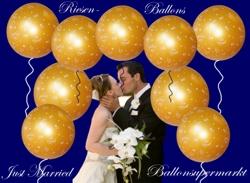 Hochzeitsdekoration mit riesigen Luftballons in goldenen Farben