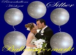 Hochzeitsdekoration mit riesigen Luftballons in silbernen Farben