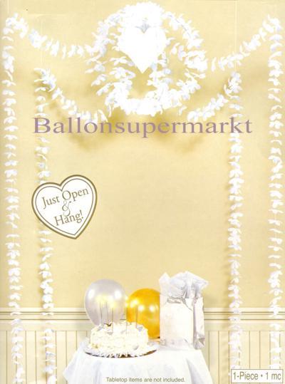 Festsaal und Raumdekoration Hochzeit, Globus aus weißen Blüten mit Herz, Hochzeits-Blütengirlanden in Weiß mit Herzen